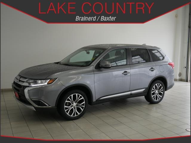 Pre-Owned 2018 Mitsubishi Outlander SE Heated Seats Backup Camera Bluetooth